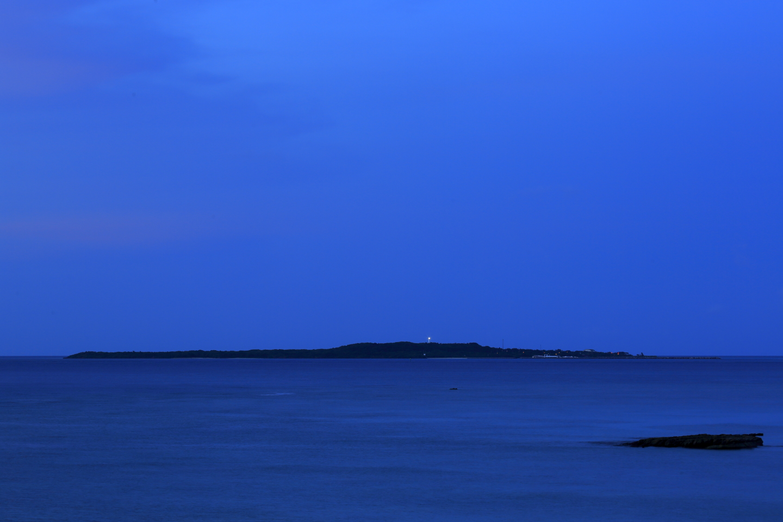 Nach Sonnenuntergang: von Iriomote-jima aus gesehene Aussicht auf Hatoma-jima.