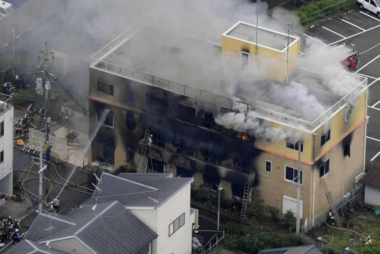 Löscharbeiten bei einem Brand in Kyoto