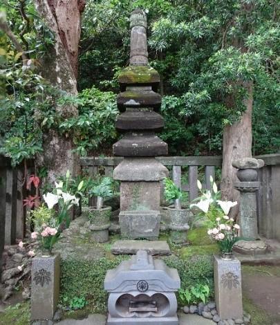 Das Grab von Minamoto no Yoritom