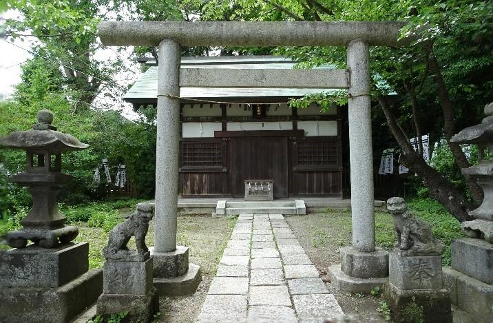 Der Shirahata Schrein in Kamakura.