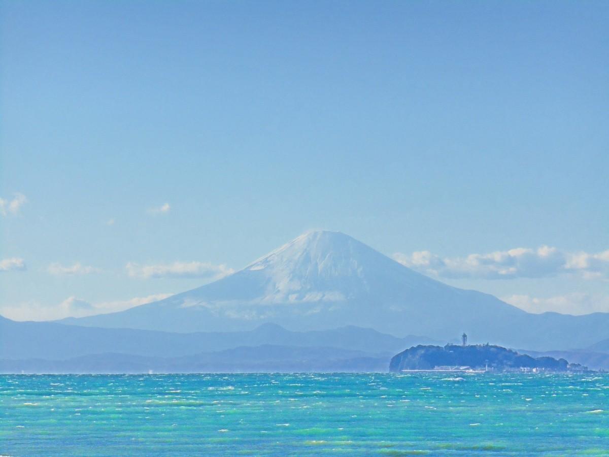 Ausblick auf den Fuji san über das meer