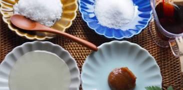 Grundgewürze der japanischen Küche: Zucker, Salz, Essig, Sojasauce und Miso