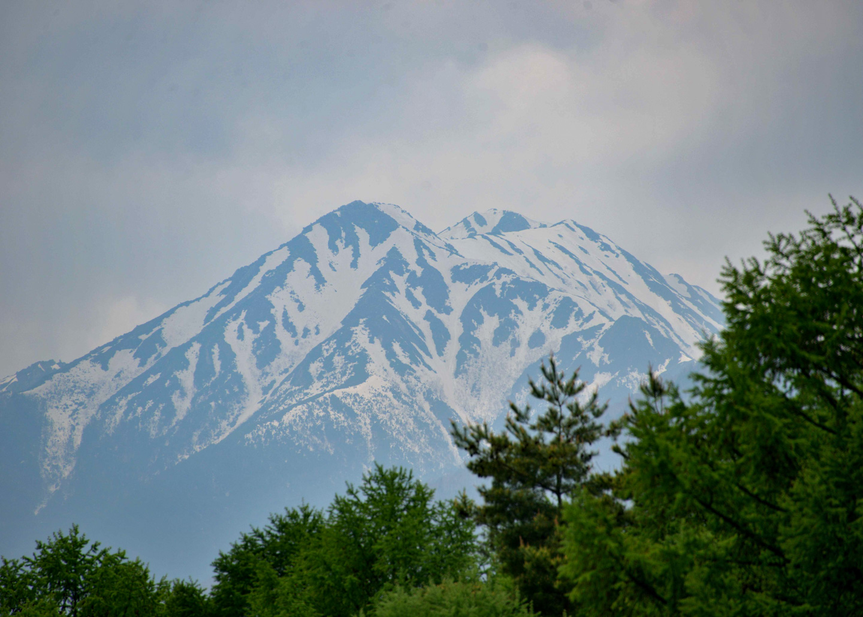 Blick auf den Gipfel des Berg Jonen