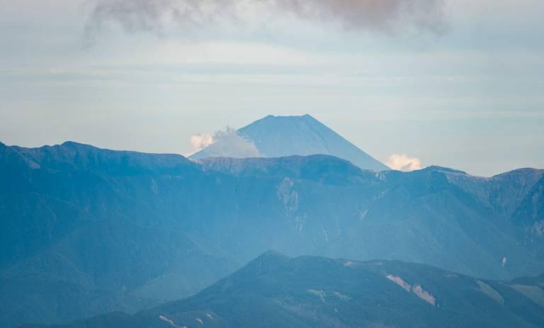 Japanische Alpen mit Fuji im Hintergrund