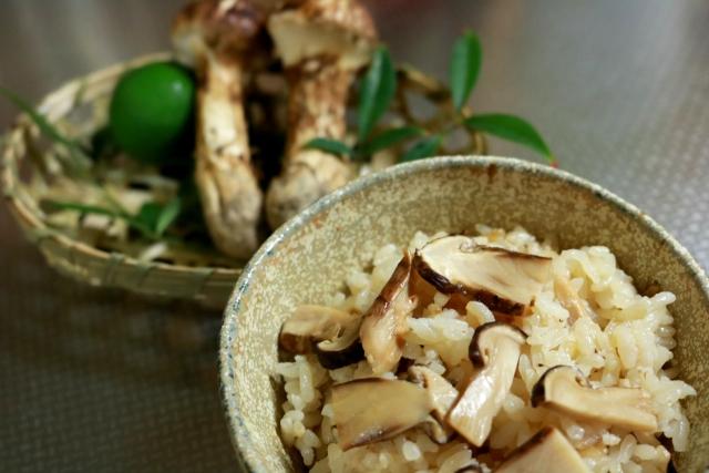 matsutake gohan: Reis mit Matsutake-Pilzen