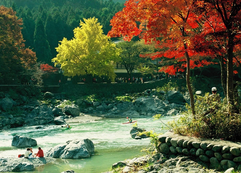 Mitake-Schlucht im Herbst
