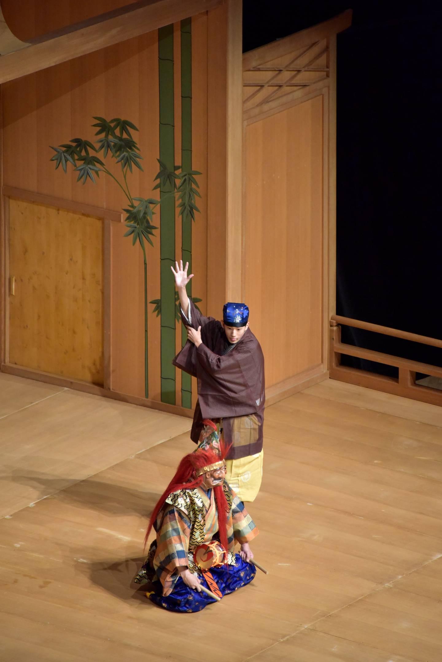 Aufführung eines Noh-Theaterstücks