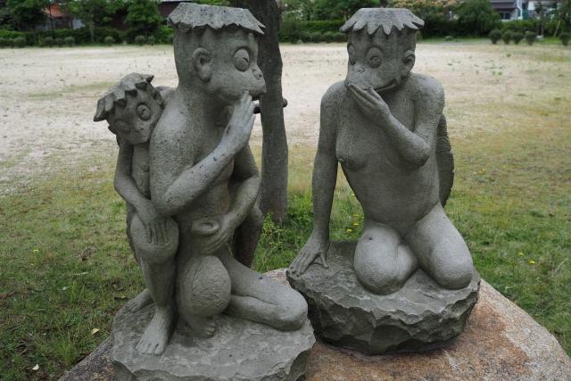 Statue einer Kappa-Familie