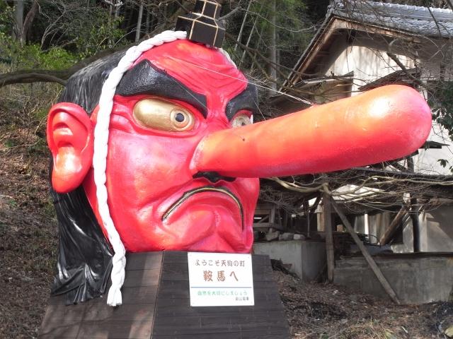 Statue eines Tengu-Kopfes