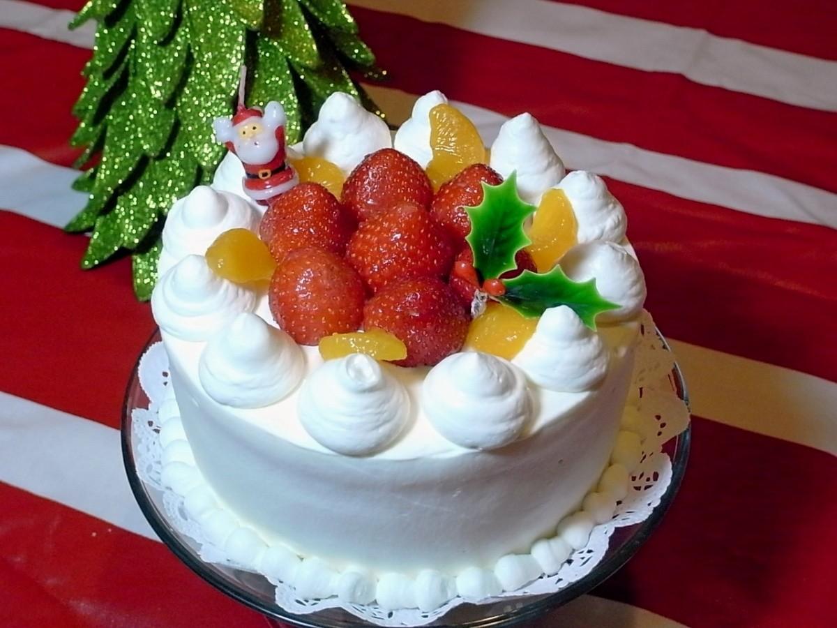 Japanische Weihnachtstorte mit Erdbeeren