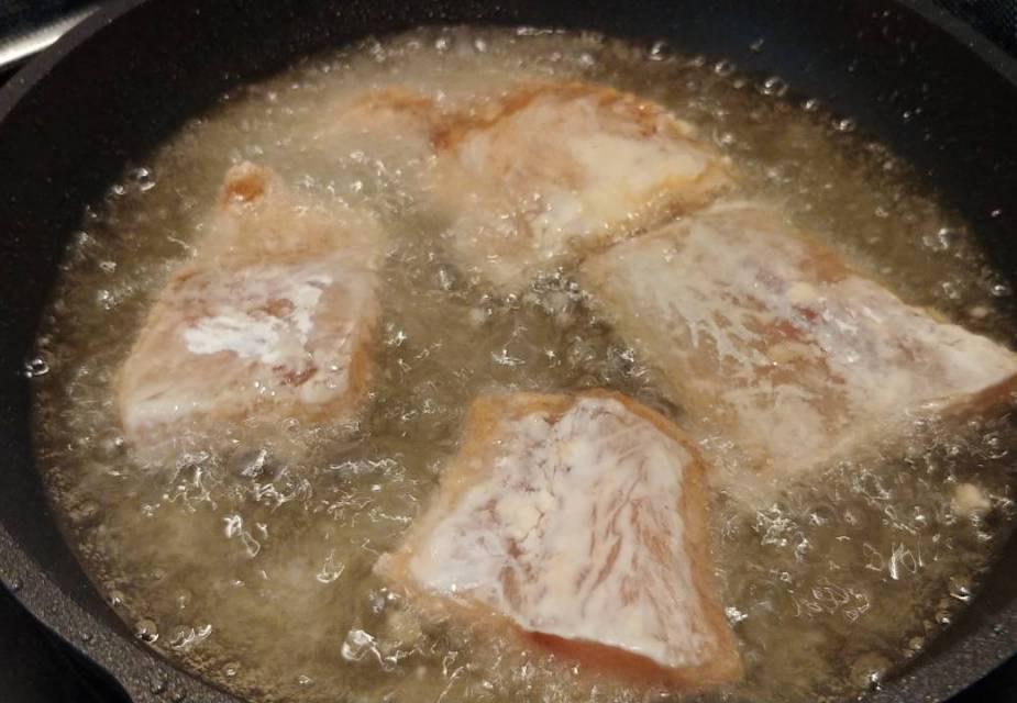 Fischstücke frittieren
