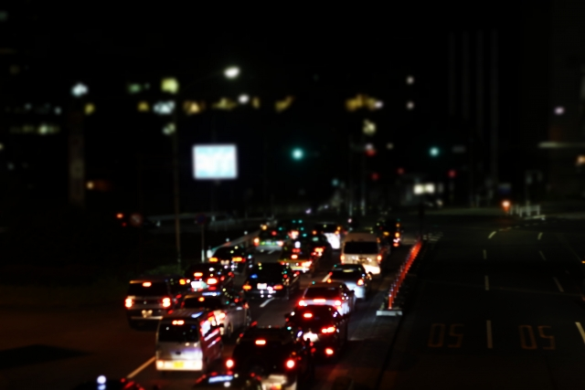 Autoverkehr bei Nacht