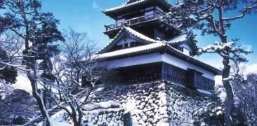 Burg Maruoka im Schnee