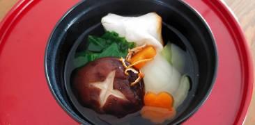 vegane Ozoni: japanische Neujahrssuppe