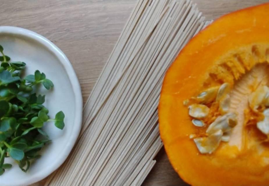 Zutaten für Soba-Nudeln mit Kürbis