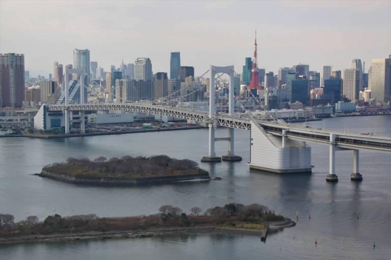 Ansicht auf Rainbow Bridge bei Tag