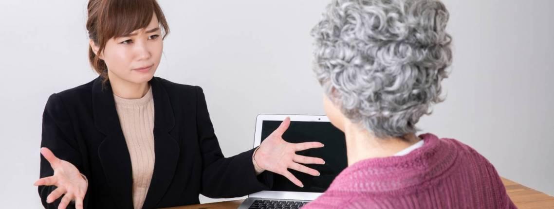 Japanisch der verschiedenen Generationen: Gespräch zwischen jüngerer und älterer Person