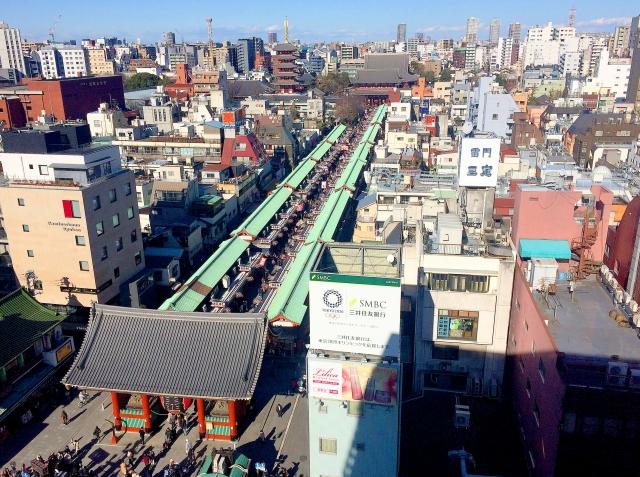 Die Nakamise-dori in Asakusa von oben