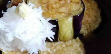 Frittierte Aubergine mit Dashi-Sauce