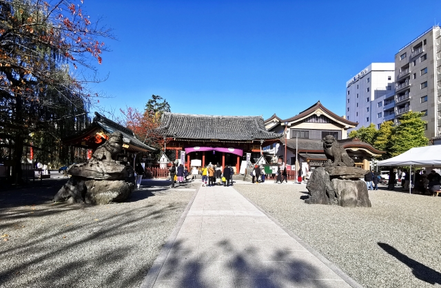 Auf dem Gelände des Asakusa-Schreins