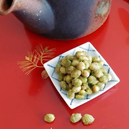 Geröstete Sojabohnen mit Matcha