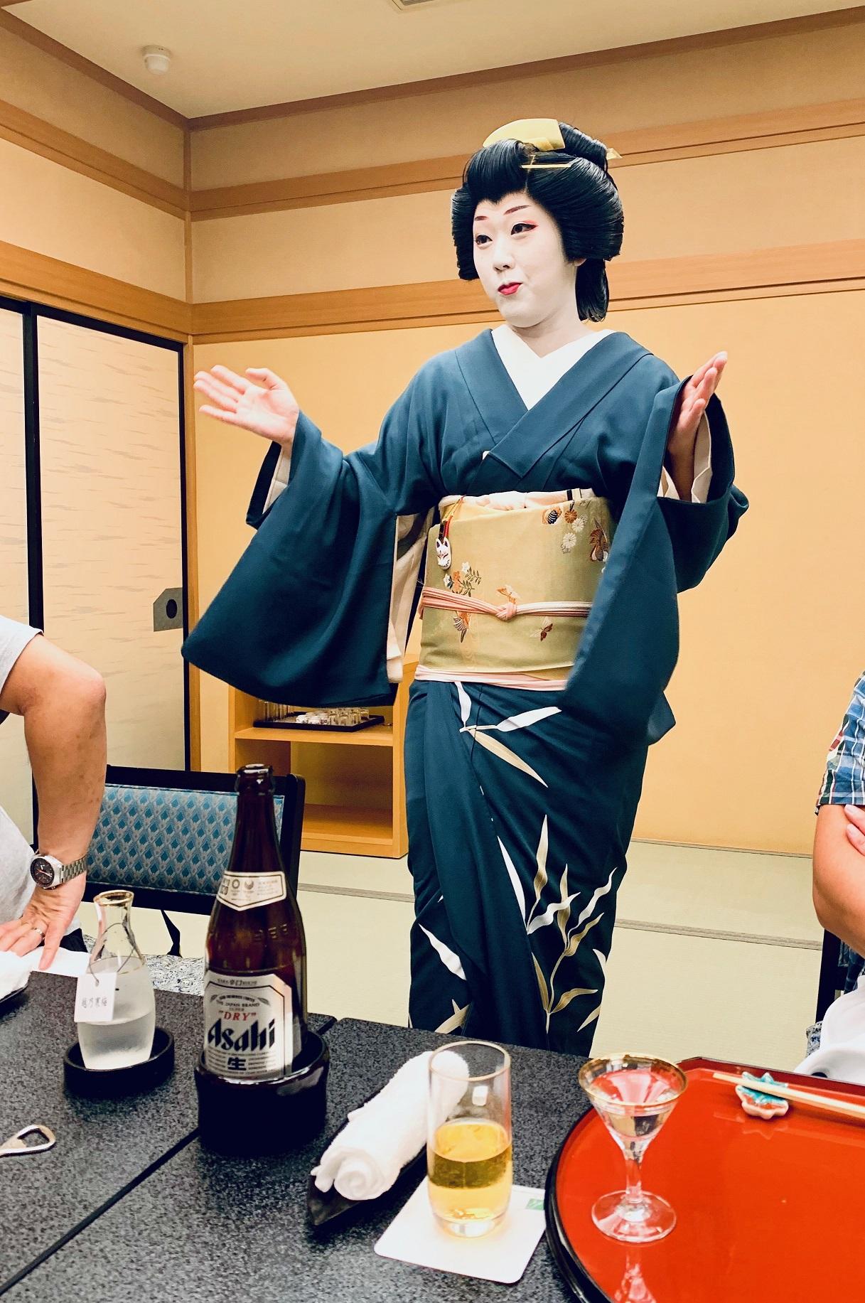 Niigata Geigi bei der Konversation