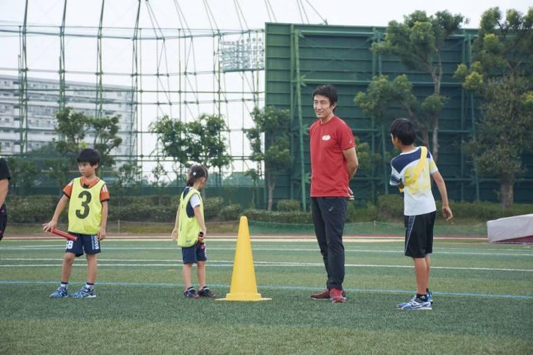 Trainer Asahara Nobuharu beim Staffellauftrainung