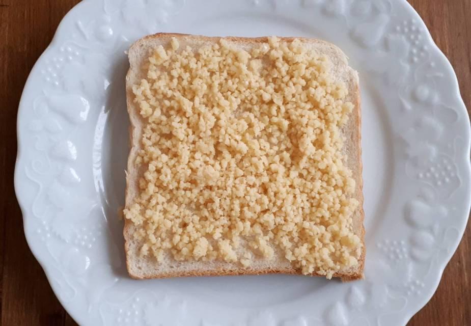 Käse-Miso-Toast vor dem Backen