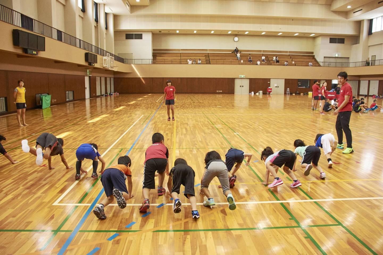 Trainer Asahara Nobuharu triniert die Jugend