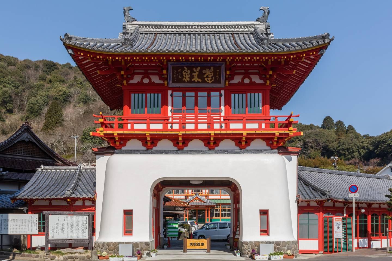 Das Takeo Onsen-Tor