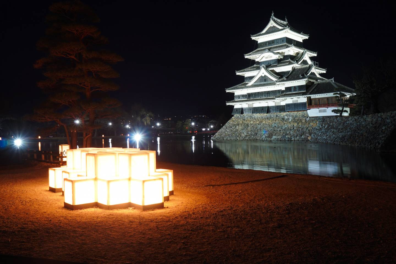 Burg Matsumoto bei Nacht