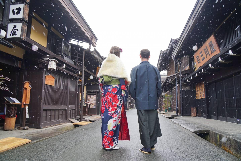 im Kimono durch Takayama