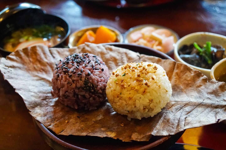 Café Satou Kochkurs: Reisbällchen mit lokalen Spezialitäten