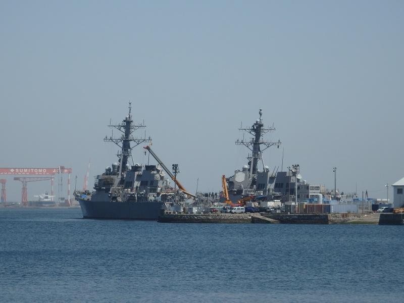 Kriegsschiff im Hafen von Yokosuka