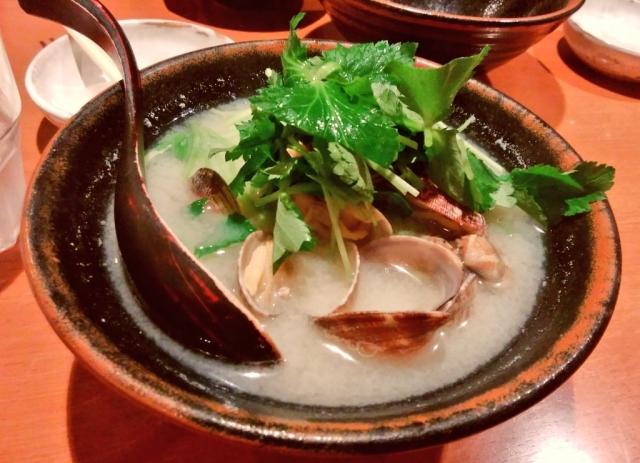 Asari no misoshiru (Venusmuschel-Misosuppe)