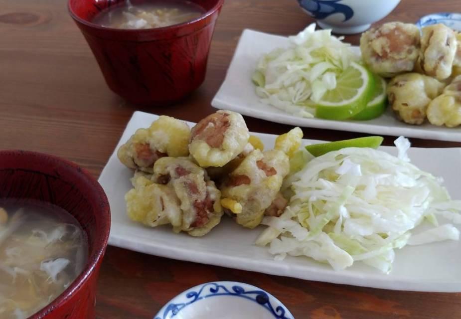 Frittierte Champignons im Teigmantel mit japanischem Dip