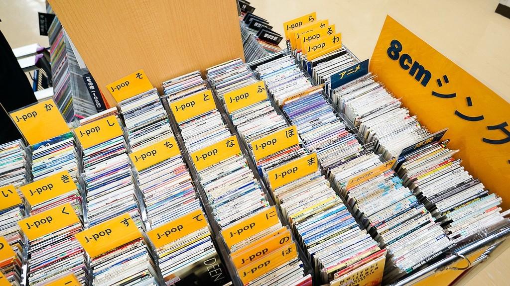 CD-Regal mit japanischen CDs