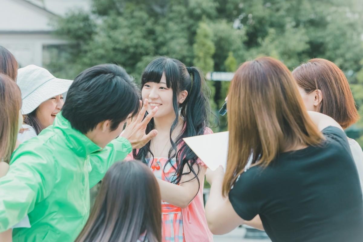 Japanisches Idol beim Fantreffen