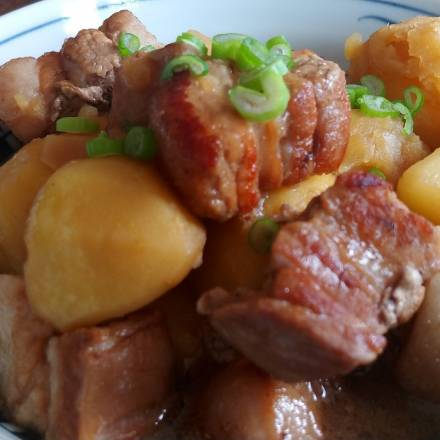 Schweinebauch mit Kartoffeln