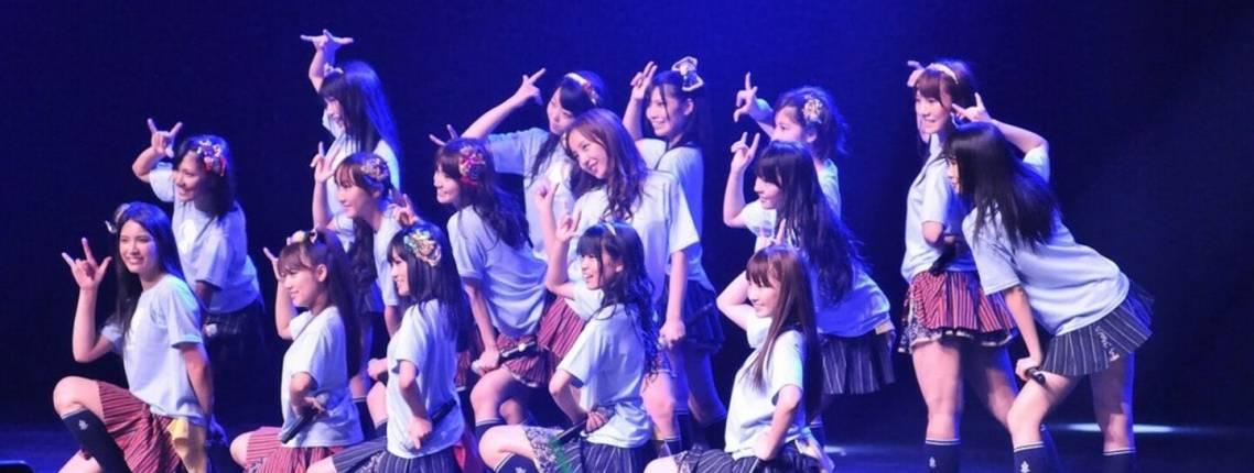 Japanische Mädchen-Idol-Gruppe auf der Bühne