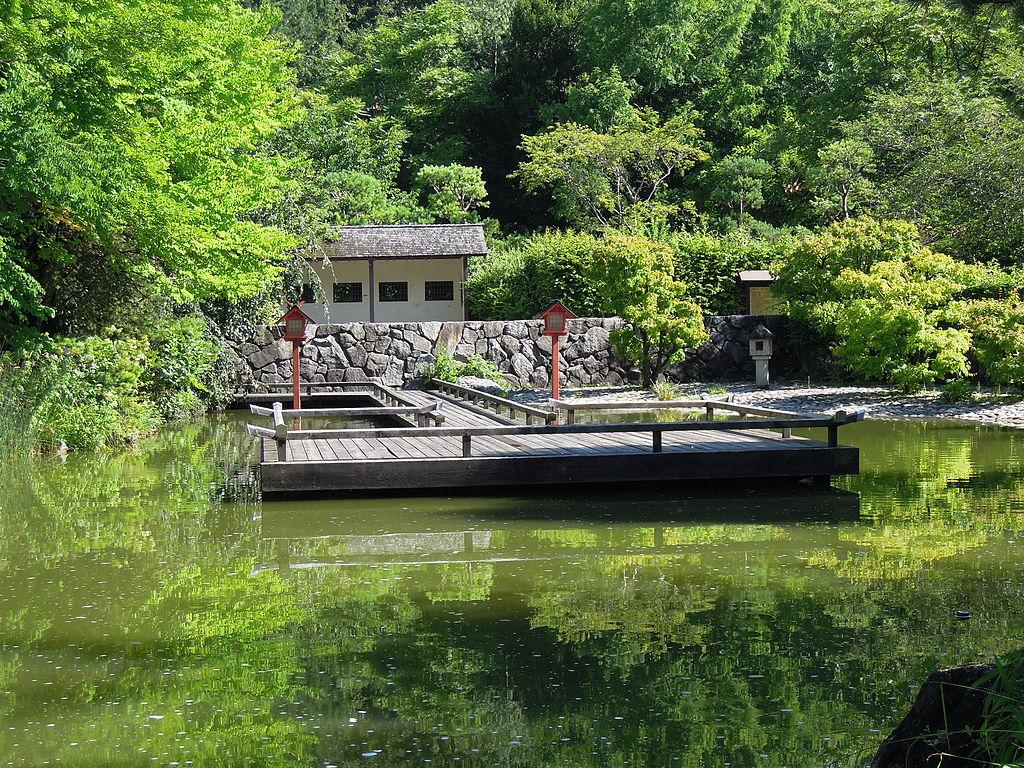 Steg im Japanischen Garten des Münchener Westparks. © Maximilian Dörrbecker/Wikipedia
