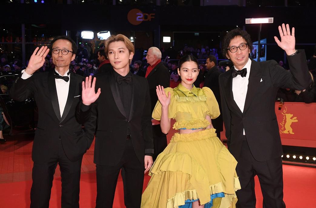 Eröffnung der Berlinale 2018: (v. r.) Yukisada Isao, Nikaidō Fumi, Yoshizawa Ryō und ein nicht genannter Gast.