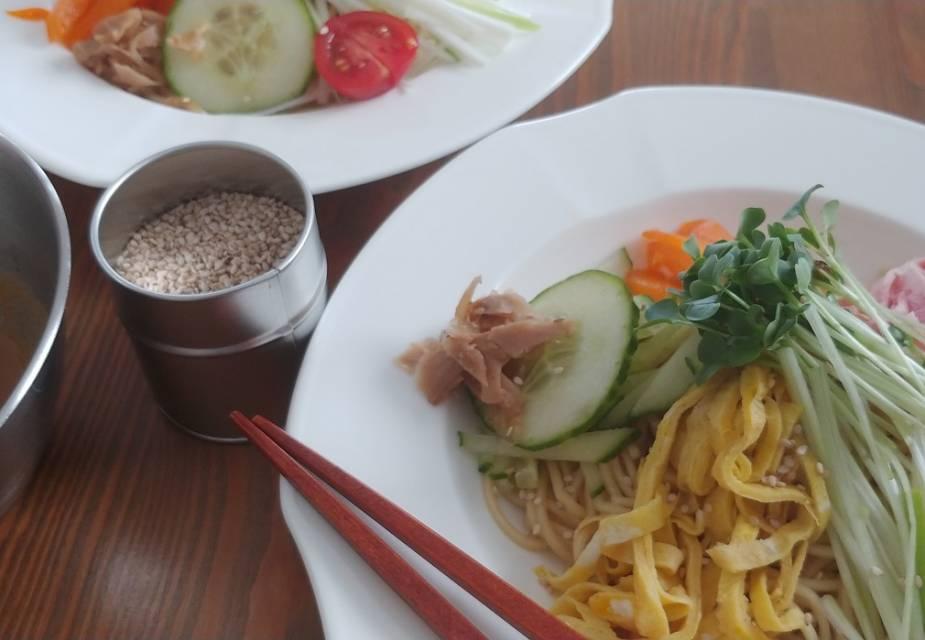 Hiyashi Chūka: Kalte Rāmen mit Sesamsauce