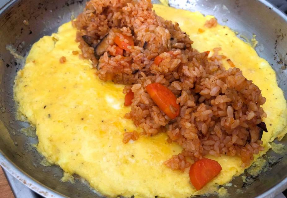 Omuraisu Zubereitung: Omelette füllen
