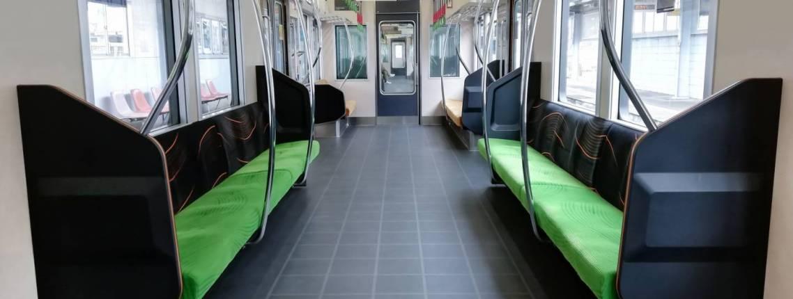 Leeres Zugabteil in einem japanischen Zug