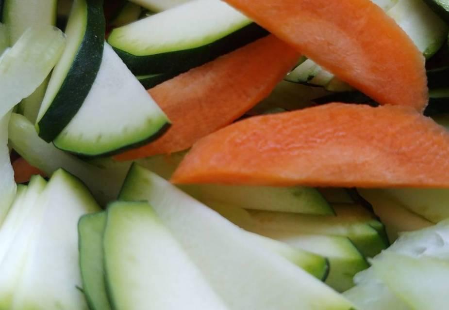kleingeschnittenes Gemüse für Yakisoba