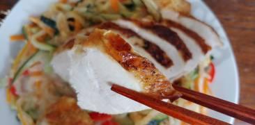 Hähnchenbrust auf Miso-Sahne-Gemüse
