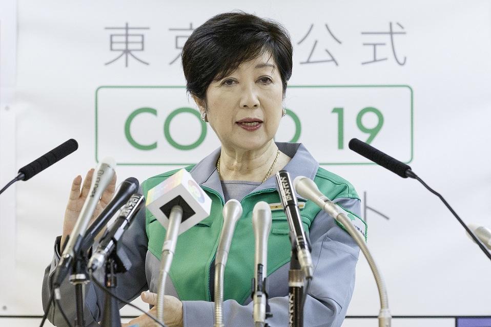 Tokyoter Gouverneurin Koike Yuriko bei einer Pressekonferenz zur Corona-Pandemie