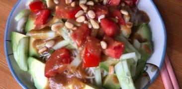 Somen-Salat mit Miso-Apfel-Dressing