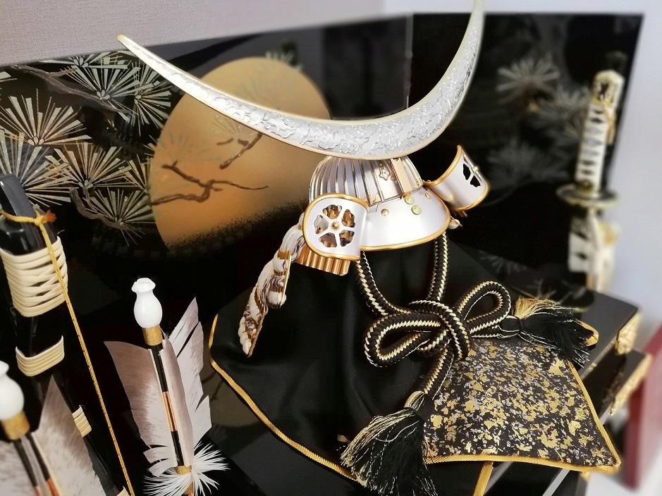 Replik von Date Masamunes Helm mit der Mondsichel.